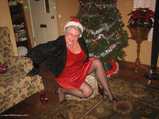 Girdle Goddess - Under The Xmas Tree Picture Gallery