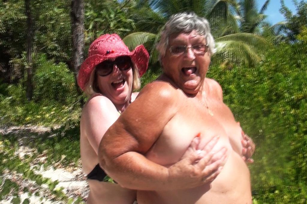 SpeedyBee - Speedy Bee & Libby Stripping On The Beach scene 2