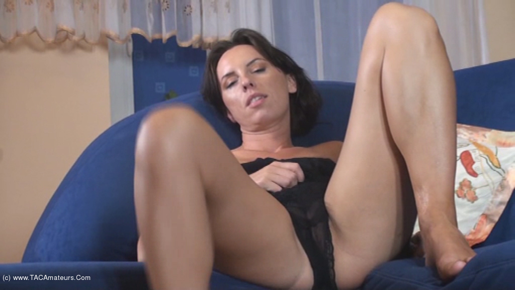 KellyBald - Closer and Closer to my pussy scene 0