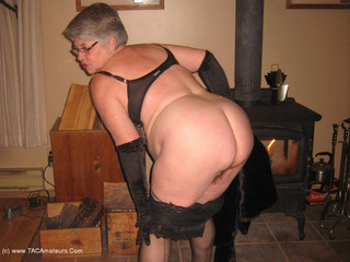 Girdle Goddess - Black Lacey Picture Gallery