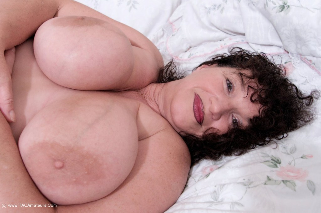 Pain on old lady sex tube