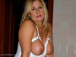 Nude Chrissy - In the Villa 2 Picture Gallery