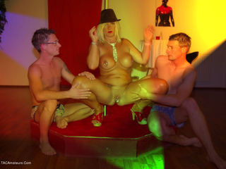 Nude Chrissy - Dancing in a club Picture Gallery