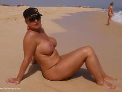 NudeChrissy - Holiday in fuerteventura Photo Album