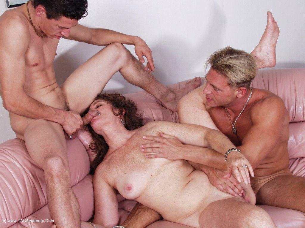 Hot Threesome Porn Pics