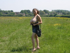 DeniseDavies - Denise Out Side Pt1 Photo Album