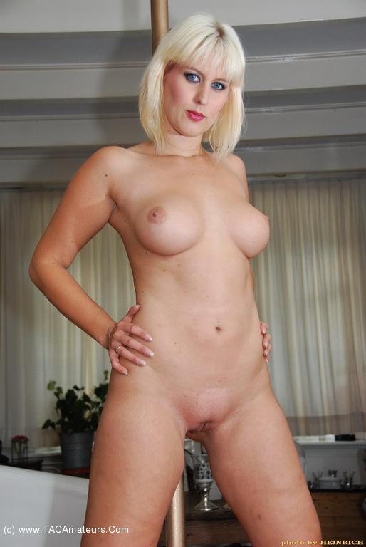 Blonde stripper pics