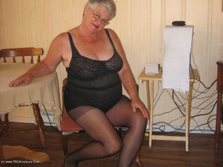 Girdle Goddess - At The Office Pt2 Video