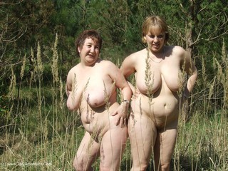 Kinky Carol - With CurvyClaire in the forest 2 Picture Gallery