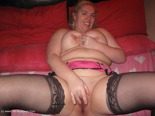 Barby - Barby Playing On The Bed Picture Gallery