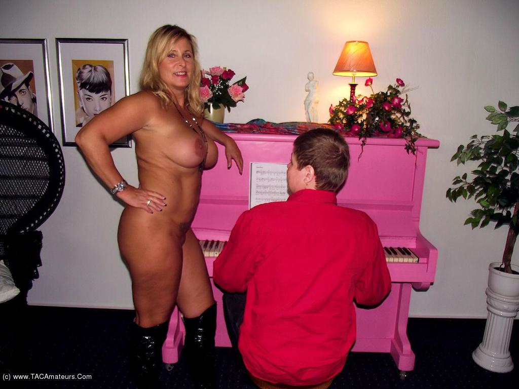 NudeChrissy - The Piano Man scene 1