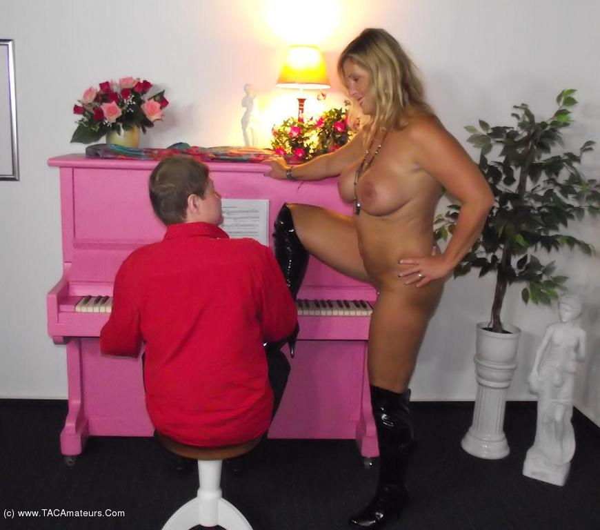 NudeChrissy - The Piano Man scene 2