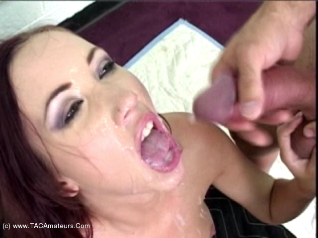 Cum swallowing bukkake