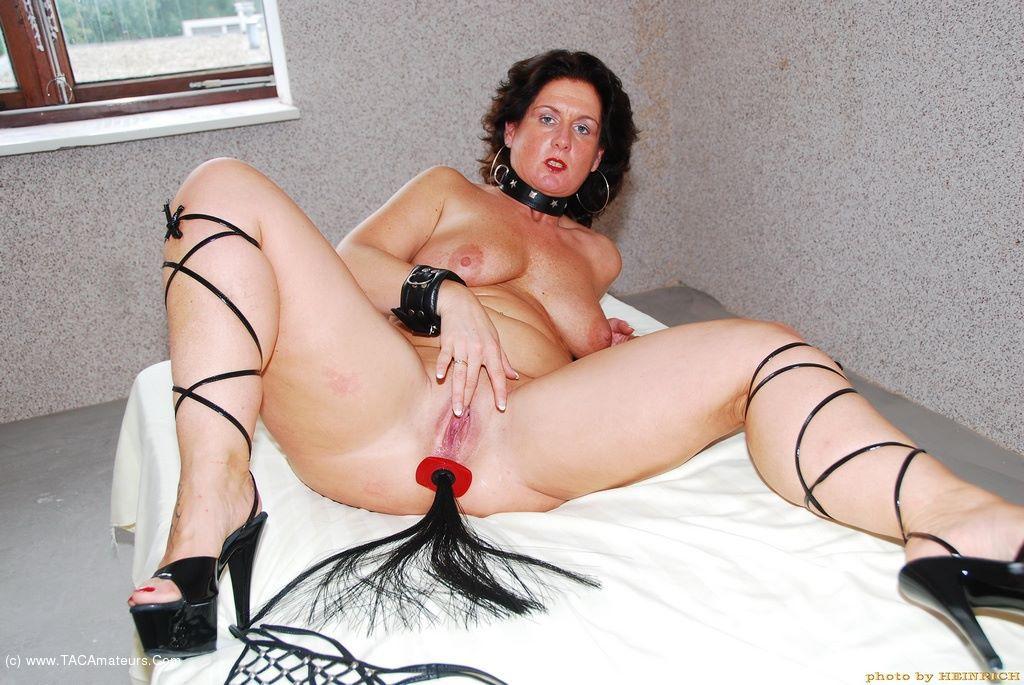 Horny milf sucks her boyfriend to orgasm