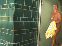NudeChrissy - Nude In The Public Pool Pt3 HD Video