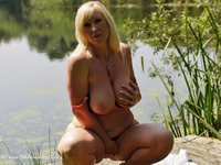 melody - Peach By The Lake Free Pic 1