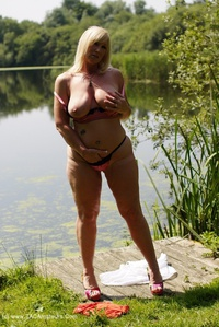 melody - Peach By The Lake Free Pic 3