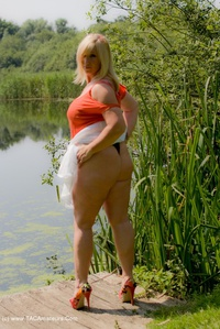 melody - Peach By The Lake Free Pic 4