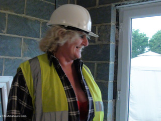 Claire Knight - The Builders Pt1 Video