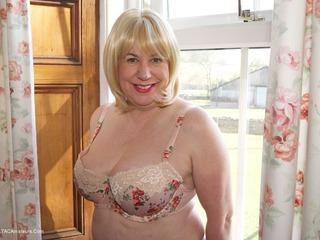 SpeedyBee - Floral Underwear Picture Gallery