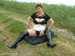Kinky Carol - River Banker Picture Gallery