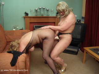 Barby - Lesbo Fucking