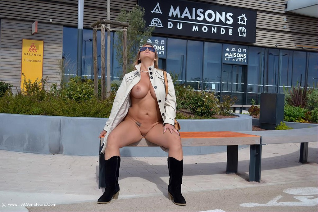 Share Free nude walk in public pic