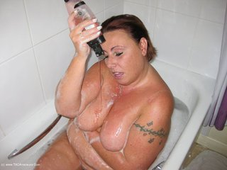 BBW Charlie - Whores Bathtime Picture Gallery