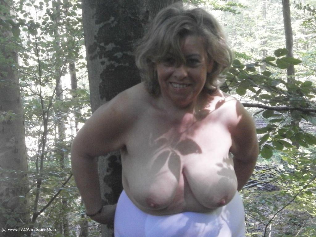 caro - Outdoor Masturbation Free Pic 1