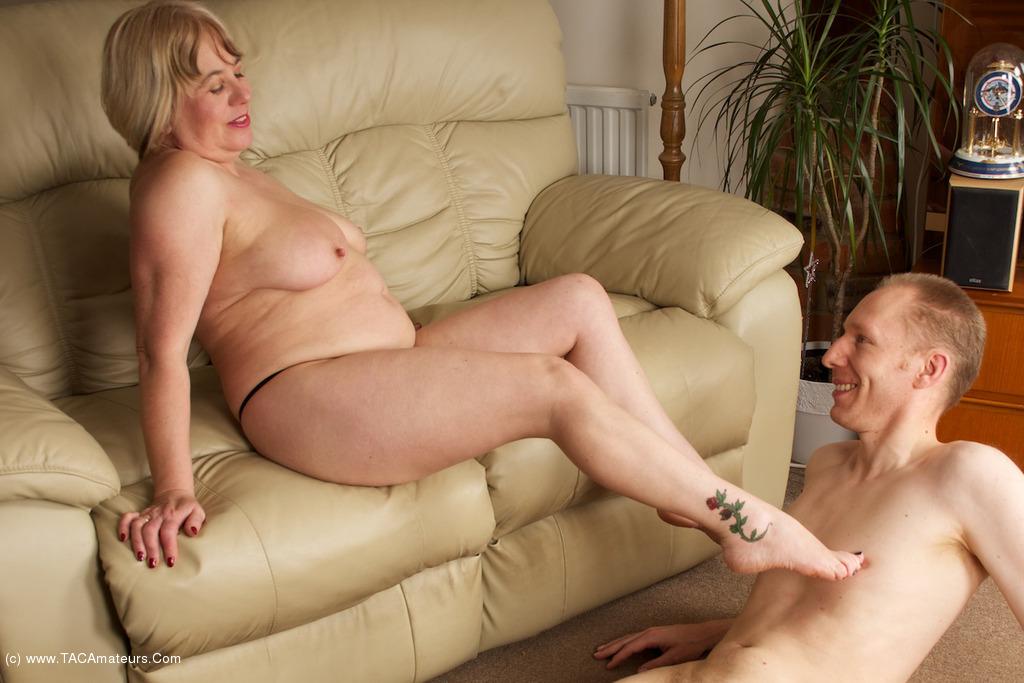 Amateur skinny milf big tits