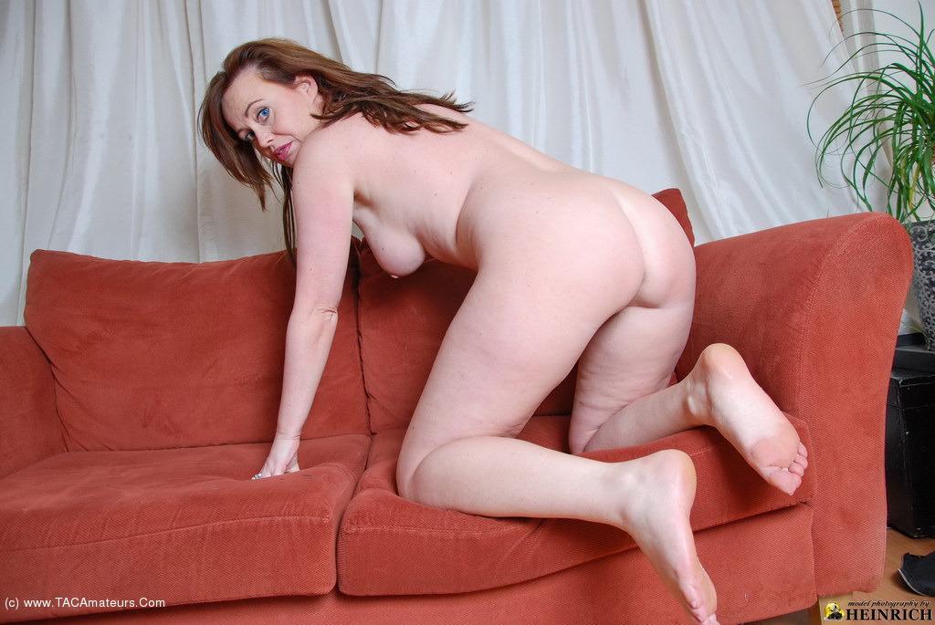 redhead with bare feet jpg 422x640