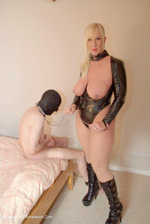2 latex fetish girls fucking dude with strapon in threesome 1