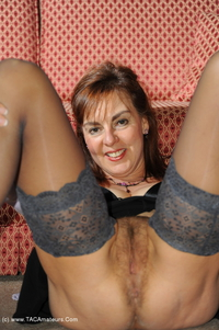 georgie - Stockings and Pussy Show Free Pic 3