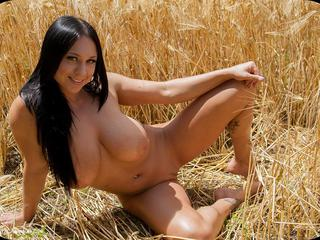 Isis - Nude In The Field Picture Gallery