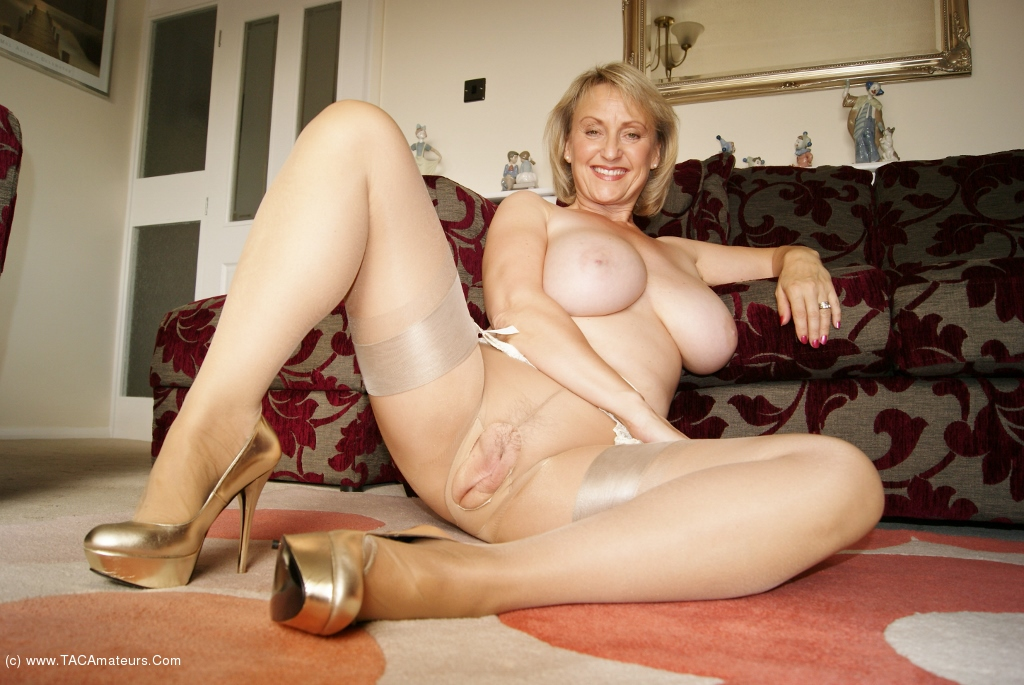 Mature women nylons sex