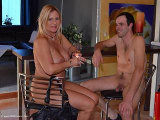 Nude Chrissy - The Nudist Friend Picture Gallery