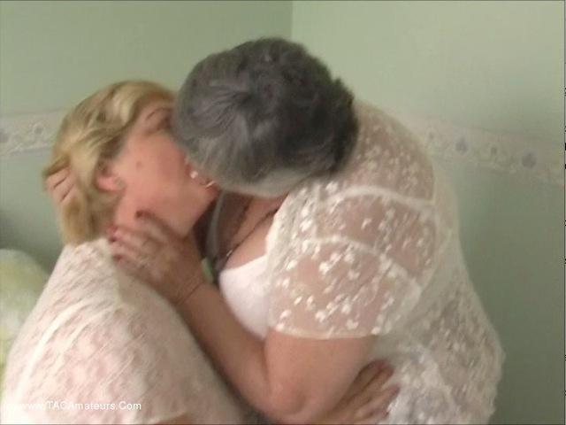 GrandmaLibby - Lesbe Friends Pt1