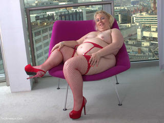 Lexie Cummings - Lexie On The Purple Chair Picture Gallery