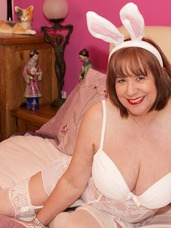 The easter bunny Hi Guys well it wouldnt be Easter unless I did a Photo shoot as The Easter Bunny so heres this years offering all in whi. Cougar, mature, milf, bbw/curvy, united kingdom, exhibitionist, high heels, lingerie, striptease, fingering, stockings, sex toys, feet/shoes