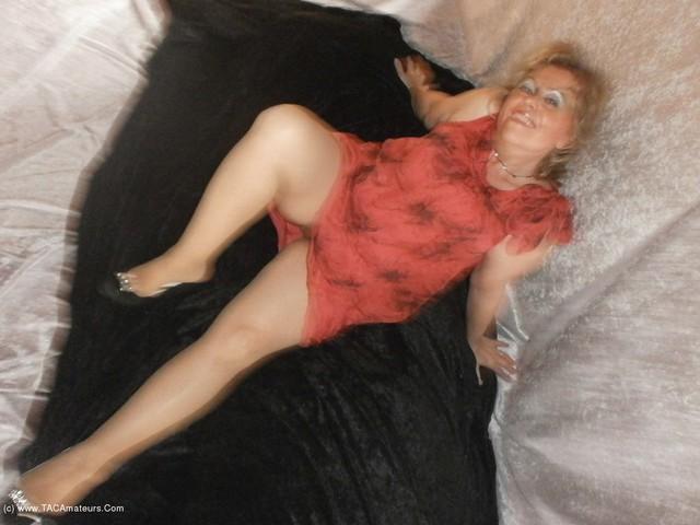 Caro - Under My Skirt Pt1