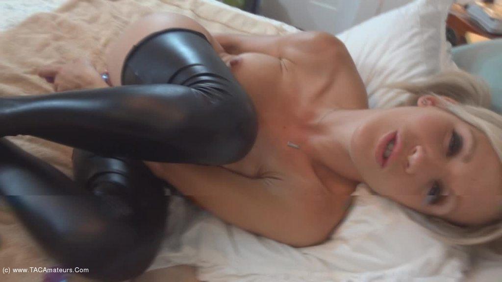 Jolene Devil - Ralphs rubber and toy show Pt2 video