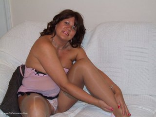 Sandy - Teasing in pink Picture Gallery