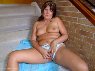 Sandy - Getting my pussy all wet for you Picture Gallery