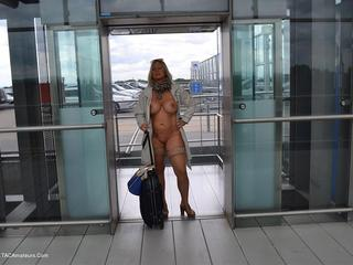 Nude Chrissy - Nude To The Airport Picture Gallery