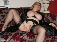 Picture Gallery from Sugarbabe - Busty Michelle Ready.