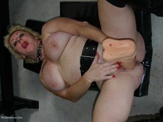 Mary Bitch - Big Dildo  Pee Picture Gallery