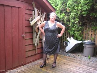 Girdle Goddess - Goddess Outside Picture Gallery