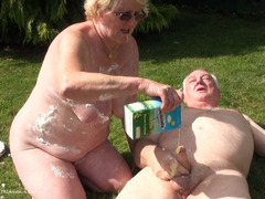ClaireKnight - Sploshing In The Garden Pt4 HD Video