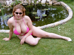 CurvyClaire - Pink Bikini Photo Album
