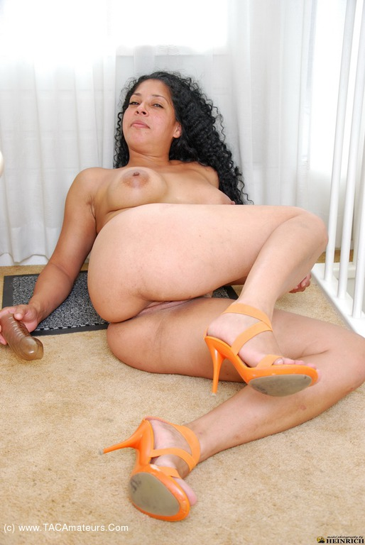 Sexy Mature Latina Pink Toes and Feet